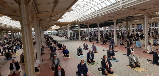 Ilgın'da kapalı pazar alanında cuma namazı