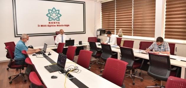 Konya'da temel eğitim birinci ve ikinci kademe zümre başkanları toplantısı yapıldı