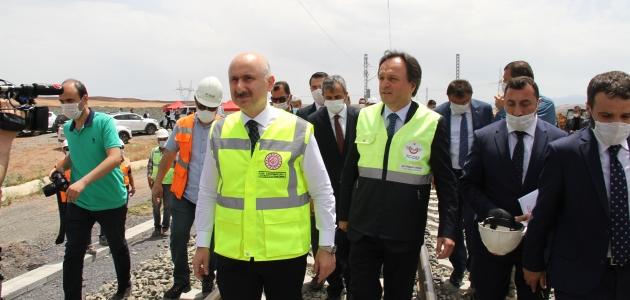 Bakan Karaismailoğlu, Ankara-Sivas YHT hattında incelemede bulundu