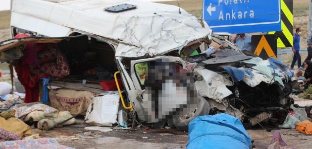 Konya'daki kazada ölen 7 kişi toprağa verildi