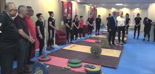Türkiye Halter Federasyonundan Kadın Milli Takım haltercilerine ziyaret
