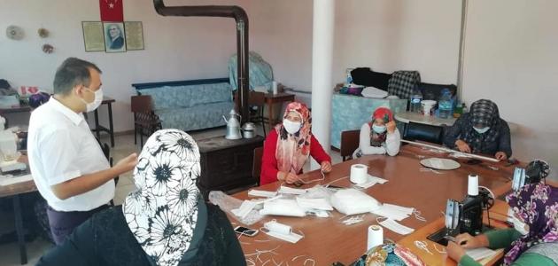 Derebucak'ta maske üretim seferberliği