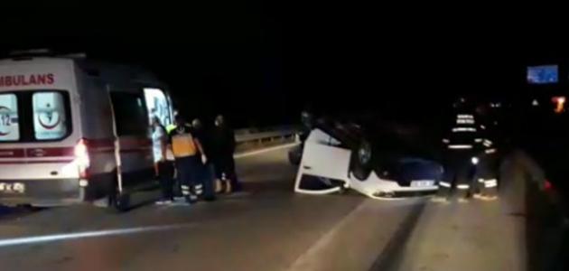 Konya'da çarpışan iki otomobilden biri ters döndü