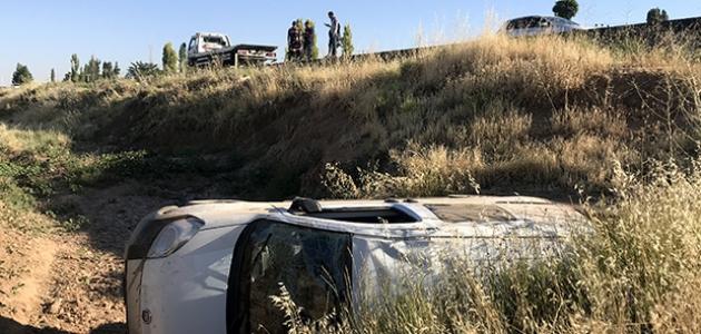 Hafif ticari araç şarampole devrildi: 8 yaralı
