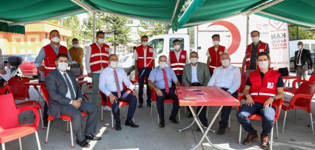 """Kaymakam Çelik ve Başkan Kavuş'tan """"kan ver hayat kurtar"""" çağrısı"""