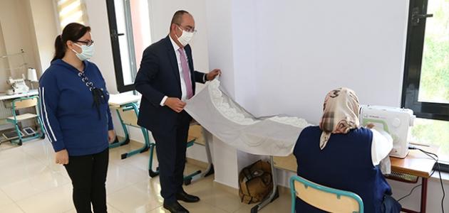 Meram Belediyesi tesislerinin kursiyerleri azimleriyle kendilerine hayran bırakıyor