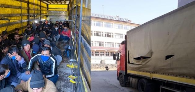 Sahte gümrük mührü ile kapatılan tırdan 210 düzensiz göçmen çıktı