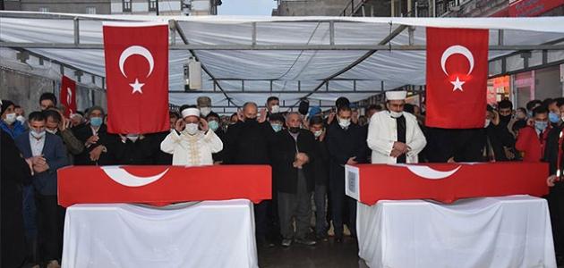Hakkari'de PKK'lı teröristlerin şehit ettiği işçiler son yolculuklarına uğurlandı