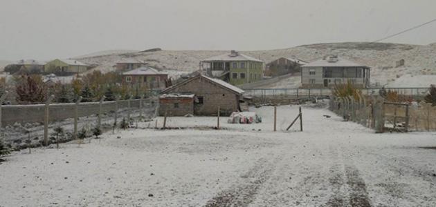 Konya'nın Kulu ilçesine mevsimin ilk karı yağdı
