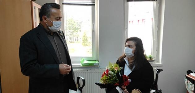 Seydişehir Belediye Başkanı Tutal'dan engelli çalışma arkadaşlarına jest