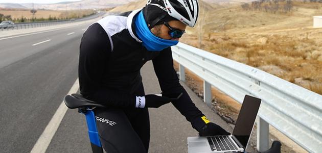 """Milli bisikletçi Eyüp Karagöbek, AA'nın """"Yılın Fotoğrafları"""" oylamasına katıldı"""