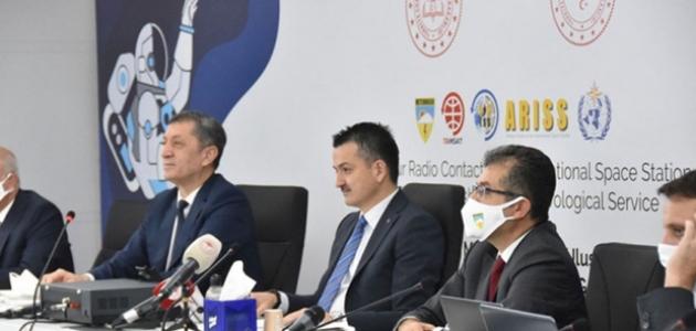 Türkiye ilk defa Uluslararası Uzay İstasyonu astronotları ile doğrudan görüştü