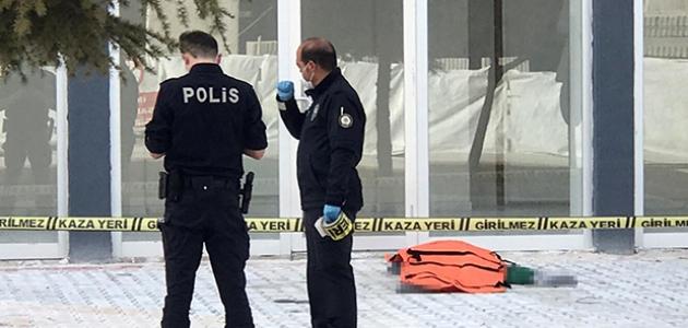 Konya'da 7. kattan düşen adam hayatını kaybetti