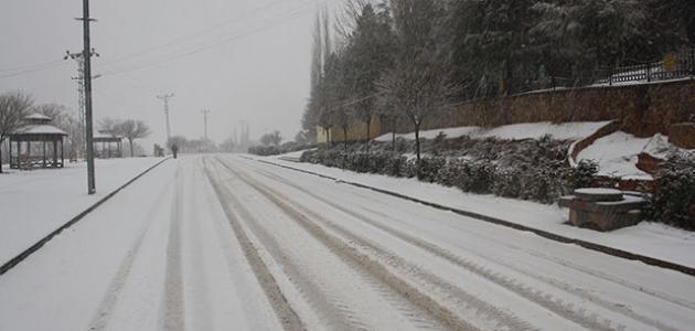 Konya'nın ilçelerinde kar yağışı sevinci