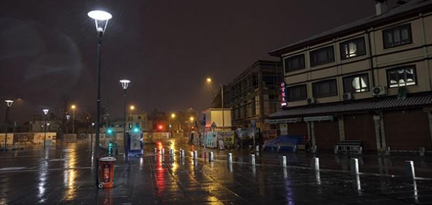 Konya'da kısıtlamanın başlamasıyla sokaklar boş kaldı