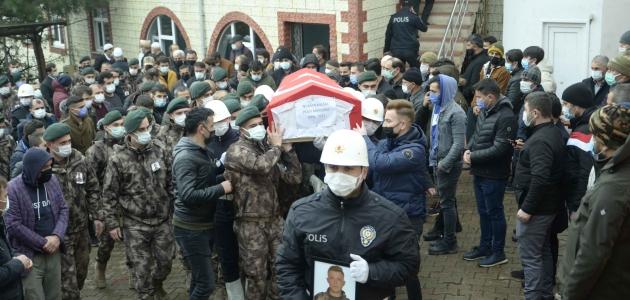 Trafik kazasında ölen özel harekat polisinin cenazesi toprağa verildi