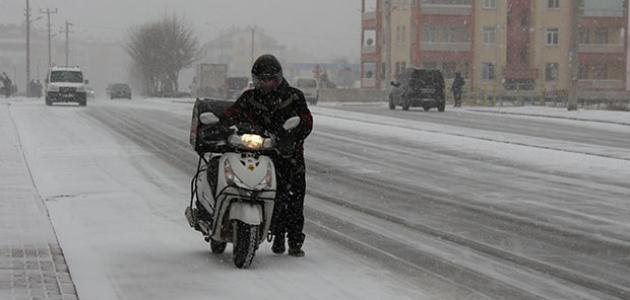Konya'da kar yağışı etkili oluyor
