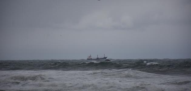 Batan kuru yük gemisindeki 3 kişiyi arama çalışmaları sürüyor