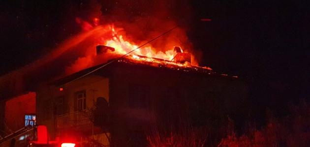 Boşanmak üzere olduğu kadının evini yaktı