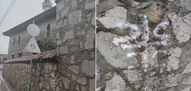 Karadağ'daki iki camiye ırkçı saldırı düzenlendi