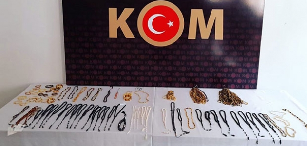 Konya'da nesli tehlikede olan bitki ve hayvan uzuvlarından yapılmış takılar yakalandı