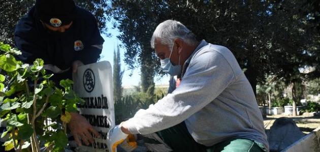 Aralarında şehit kabirlerinin bulunduğu 79 mezar onarılıyor