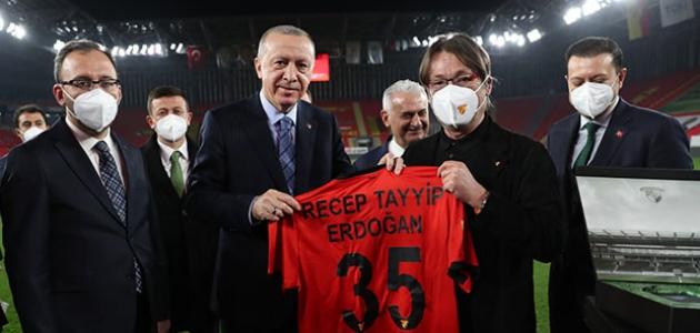 Erdoğan'dan 'Durmak yok, gollere devam' paylaşımı