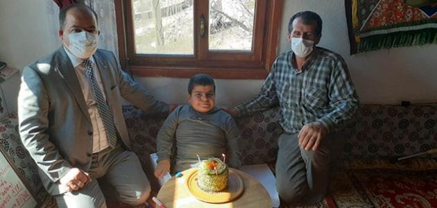 Engelli öğrenciye doğum günü sürprizi