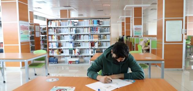 KTO Karatay Üniversitesi Merkez Kütüphanesi kesintisiz hizmet veriyor