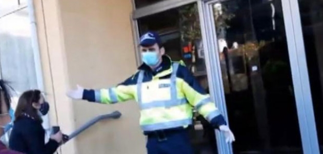 Yunan polisi sığınmacıları zorla tahliye etti