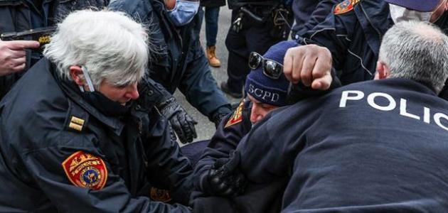 Trump destekçileri ile karşıtları arasında arbede