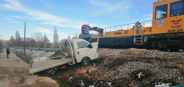 Konya'da katener bakım otosu ile kamyonet çarpıştı: 1 yaralı