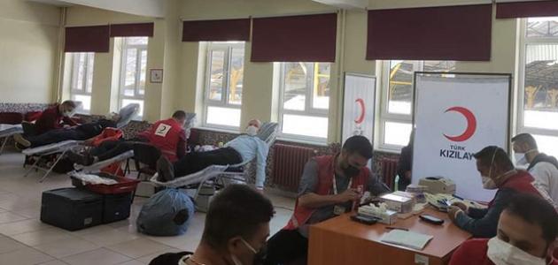 Öğrenci velileri ve öğretmenler kan bağışında bulundu