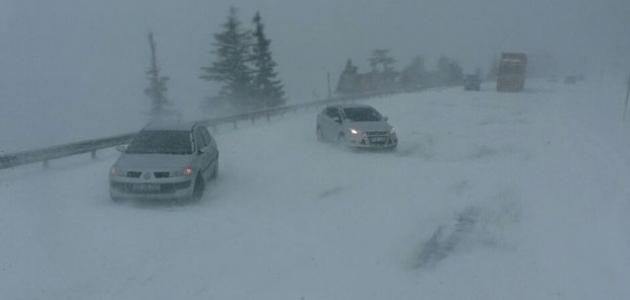 Antalya-Konya yolunda kar kalınlığı 50 santime ulaştı