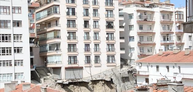 Bakan Kurum: Tahliye edilen binalarda teknik incelemeler devam ediyor