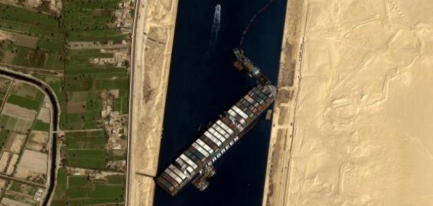 Süveyş Kanalı'nı tıkayan firmadan 900 milyon dolar istendi