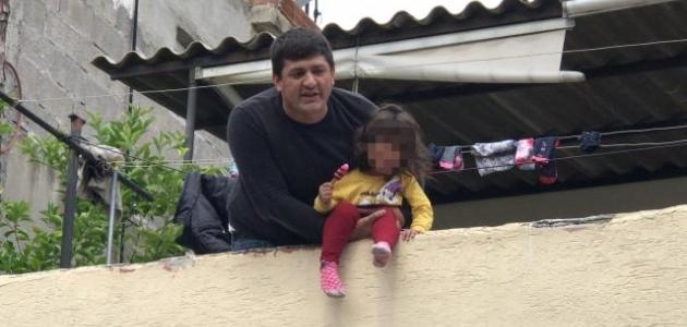 Kızını damdan atmaya çalışan baba tutuklandı