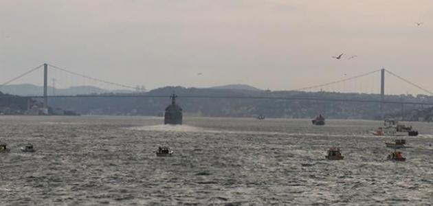 İstanbul Boğazı'ndan Rus savaş gemileri geçti