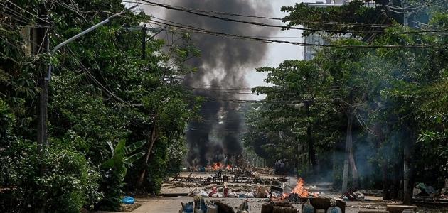 Myanmar'da ölenlerin sayısı 745'e yükseldi
