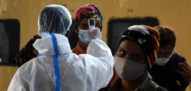 Hindistan'da son 24 saatte 392 bin 488 yeni Kovid-19 vakası saptandı