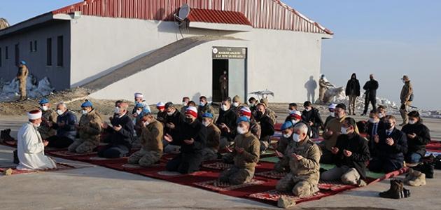 Bakan Soylu, bayram namazını Düz Tepe Üs Bölgesi'nde askerlerle kıldı