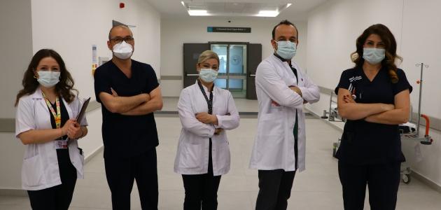 """Bayramda görevde olan sağlıkçılardan """"evde kalın"""" çağrısı"""