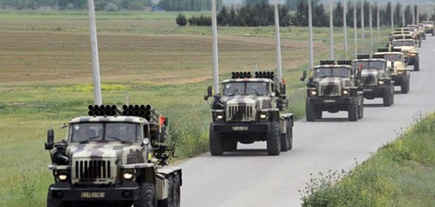 Azerbaycan ordusu 15 bin askerle tatbikata başladı