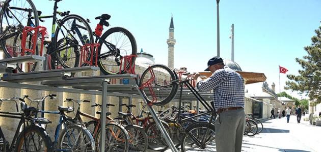 Konya'da iki katlı bisiklet parkları hizmete sunuldu