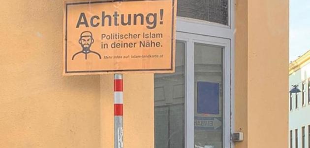 Müslümanların 'dijital harita'yla fişlendiği Avusturya'da camilere ırkçı levhalar asıldı