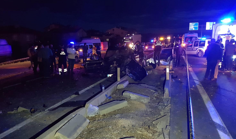 Konya'da kamyon ile otomobil çarpıştı: 2 ölü 1 ağır yaralı