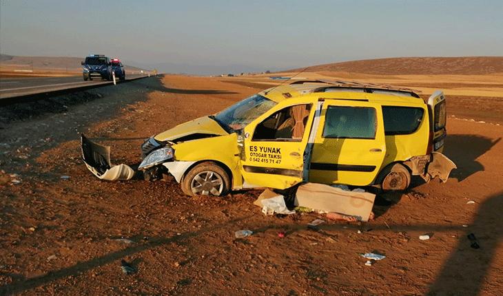 Konya'da ticari taksi şarampole devrildi: Sürücü hayatını kaybetti, aynı aileden 5 kişi yaralandı