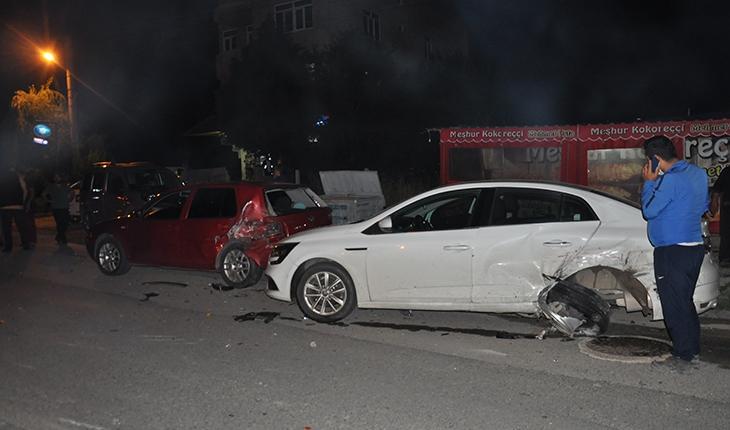Konya'da otomobil 3 araca çarptı: 1 yaralı
