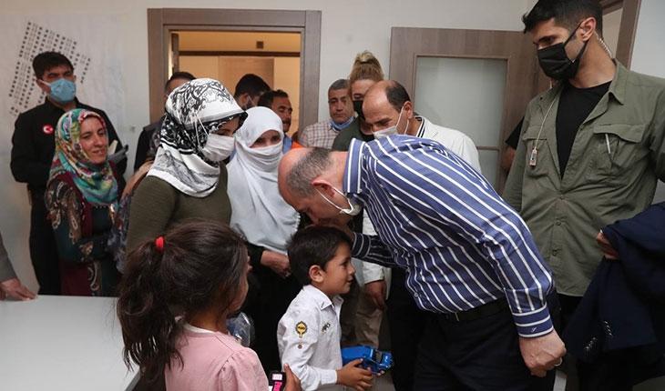Bakan Soylu, Başkale'de depremzedelerle bir araya geldi