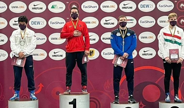 Avrupa Gençler Güreş Şampiyonası'nda altın madalya